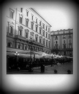 Elegancka kawiarnia Paszkowskiego mieści się przy jednym z głównych placów Florencji - Piazza della Repubblica