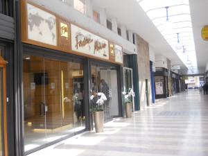 Witryna showroom FM w Mediolanie
