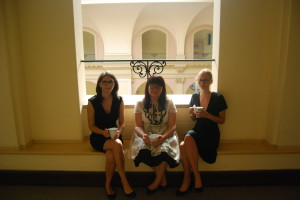 od lewej: Marta Krupanek, adw. Agnieszka Jarecka, Sara Matyas