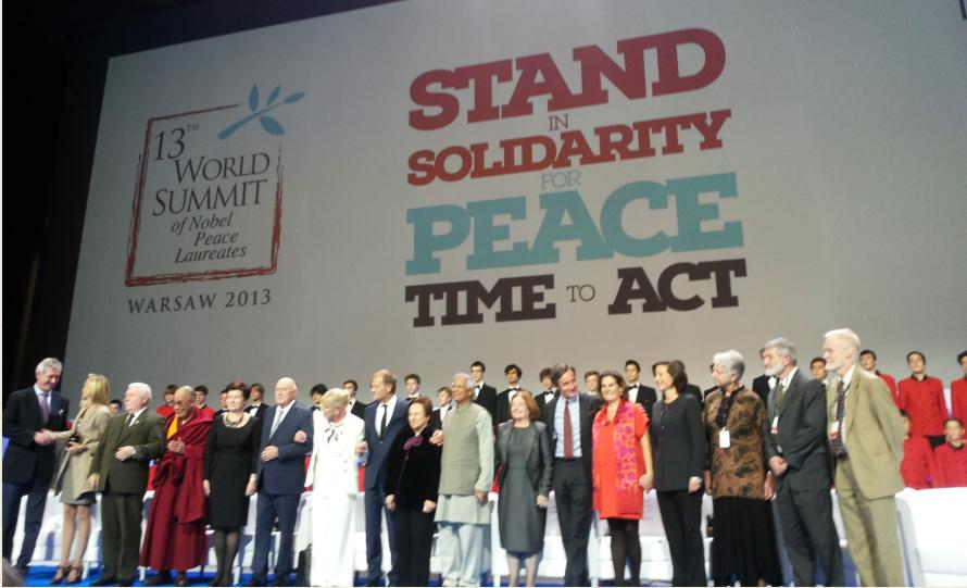 Światowy Szczyt Laureatów Pokojowej Nagrody Nobla w Warszawie fot. idsi.md
