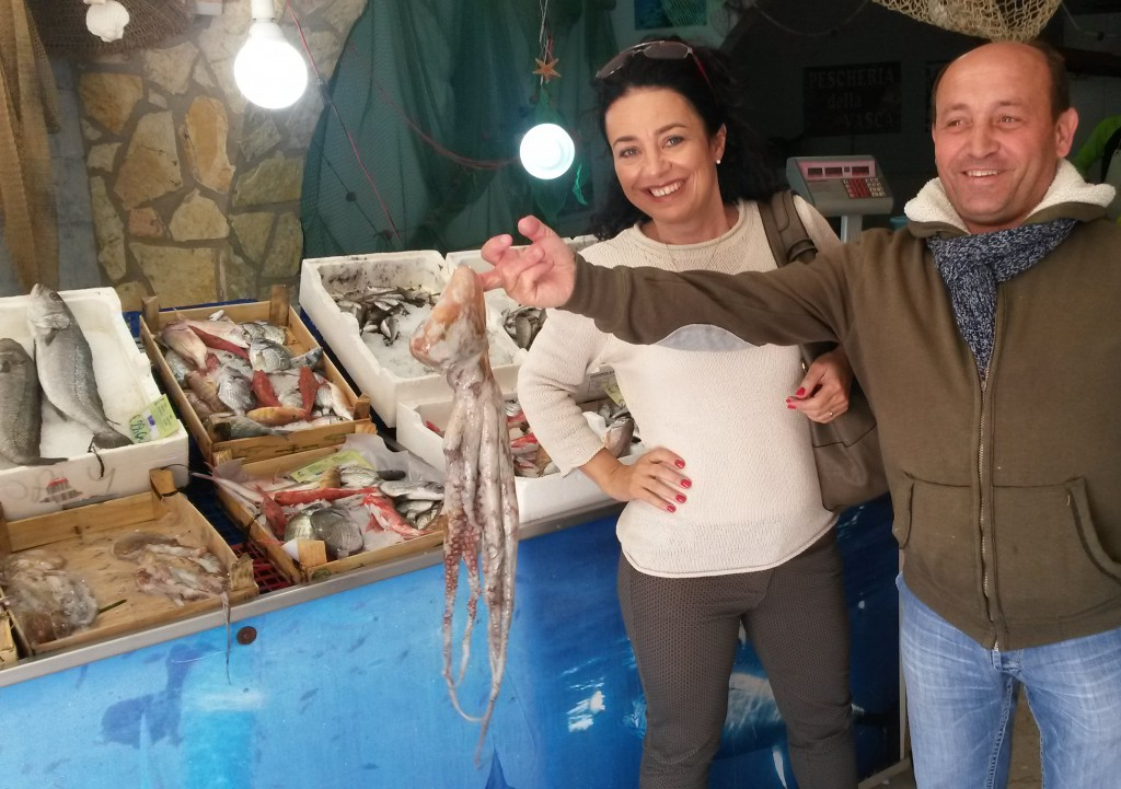 w sklepie rybnym