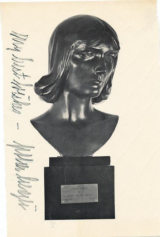 Pola Negri statua