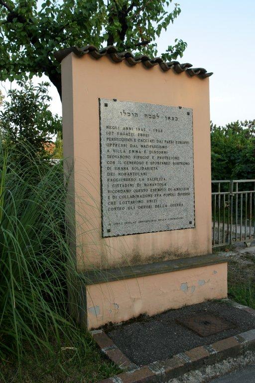 Tablica pamiatkowa przy Willi Emma