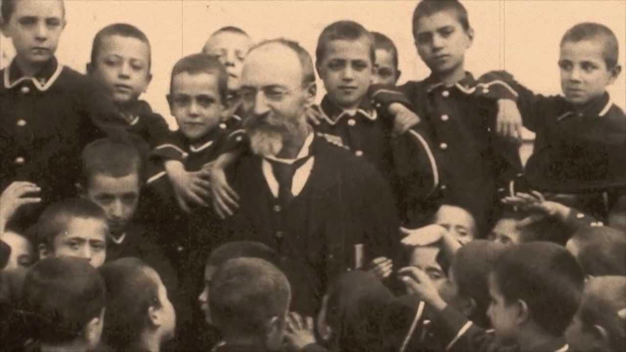 Bartolo Longo z sierotami